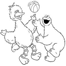 Big-Bird-playing-busket-ball