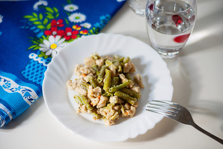 Green beans and chicken pieces
