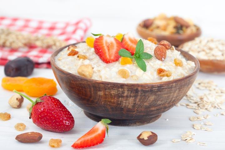 Oats and dried fruit porridge