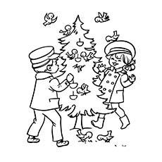 Bird-Feeding-On-Christmas-Tree