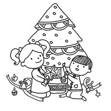 Kids-Decorating-Christmas-Tree