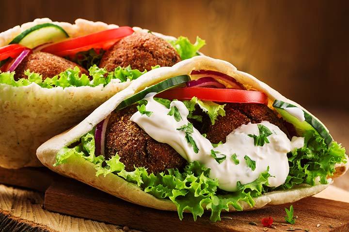 Pitta falafel sandwich