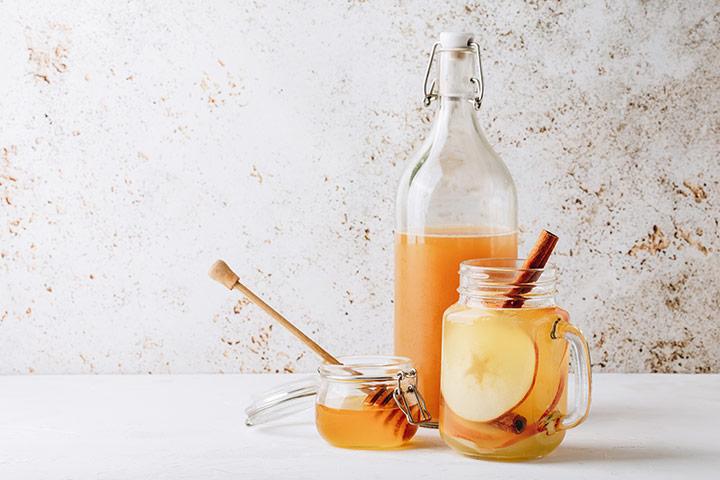 Honey and apple cider vinegar drink