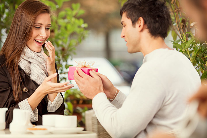 16 Charming Romantic Ways To Give Birthday Surprise To Your Wife