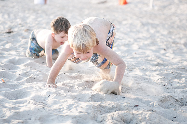 Beach crawling race