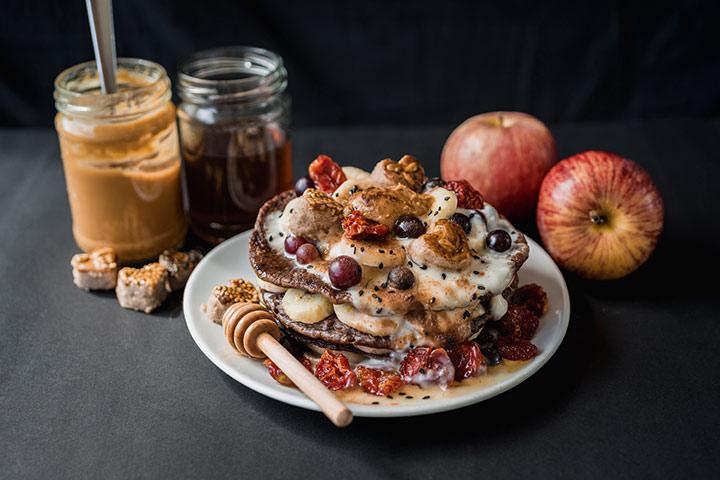 Apple chocolate pancakes