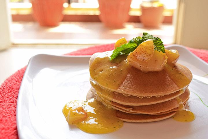 Eggless mini mango pancakes
