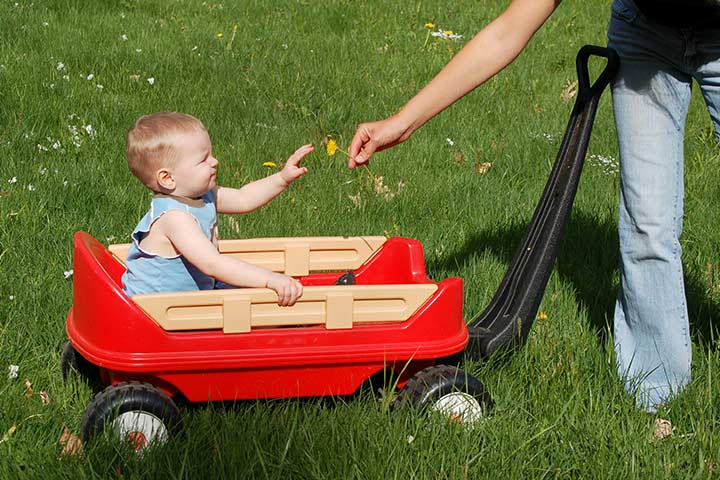 A ride on the wagon game to play on first birthday party