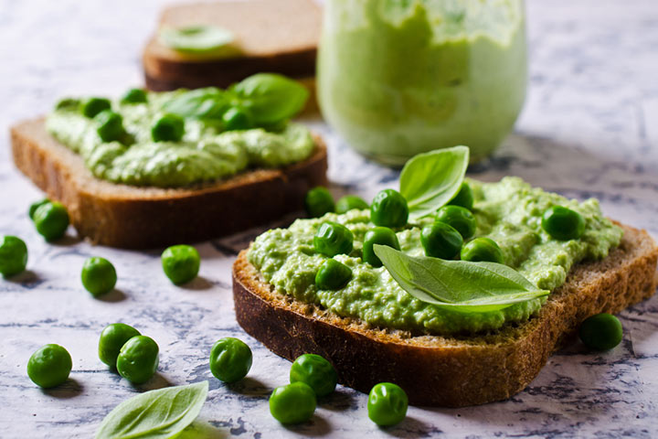 Green pea and cream cheese sandwich