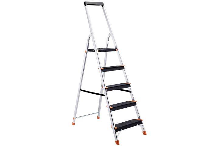 AmazonBasics Folding Step Ladder