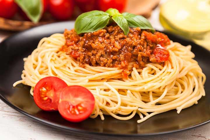 Vegan spaghetti with Bolognese sauce