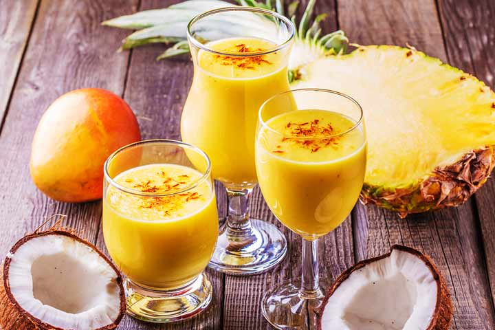 Mango and coconut milk smoothie
