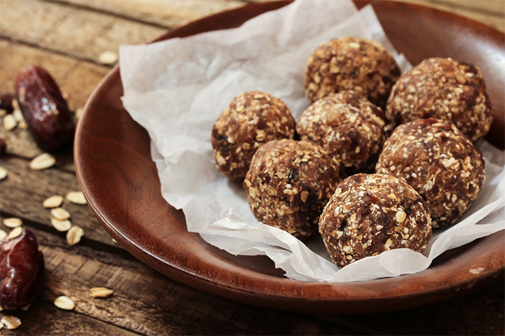 Oatmeal and dates energy balls