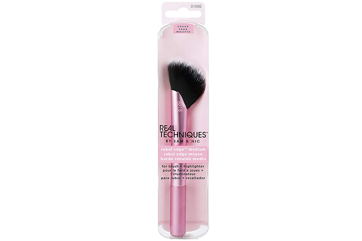 Real Techniques Makeup Brush By Sam & Nic For Blush And Highlighter